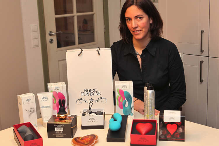 """""""Gewone vrouwen, geen verleidelijke seksbommen"""" - Upperlady Tine Tyvaert in Krant van West-Vlaanderen"""